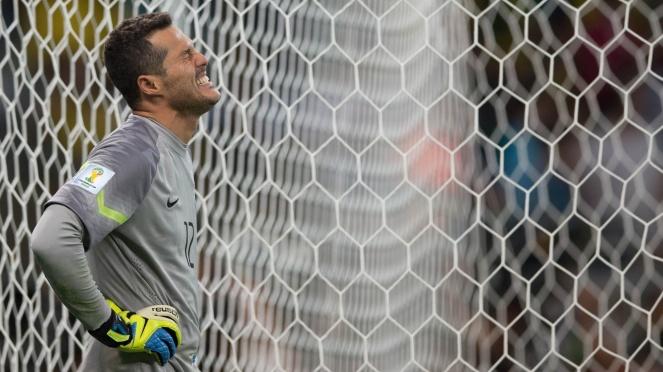 Julio Cesar desolado: ao lado de David Luiz, o goleiro da seleção foi um dos grandes jogadores do Brasil na Copa